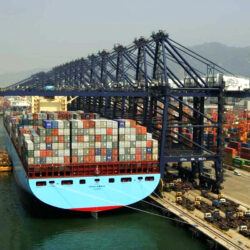 carga-descarga-con-contenedores-maritimos